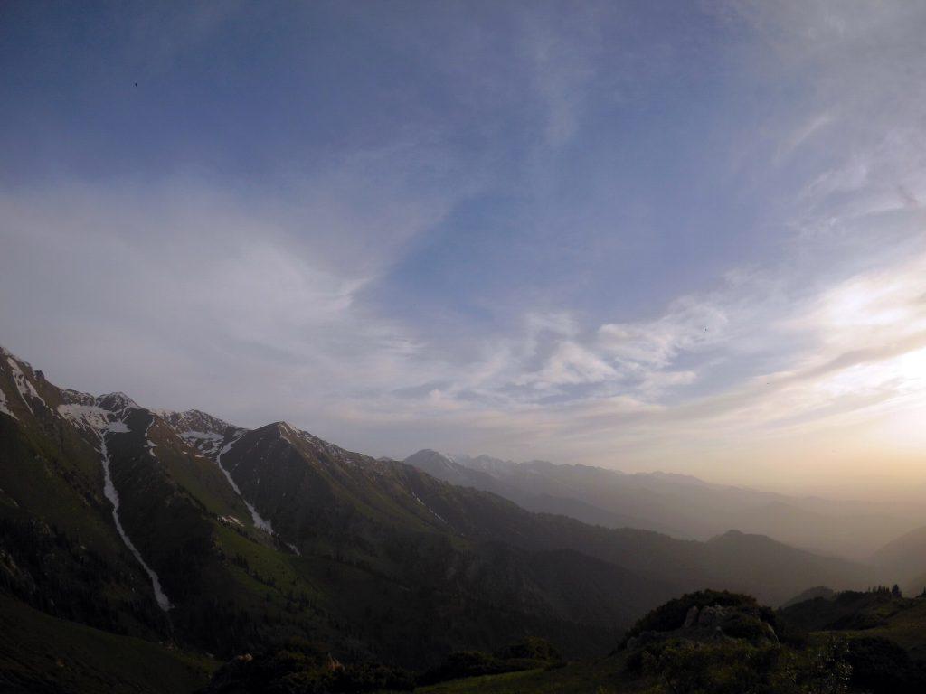 Многодневные походы в горы Алматы